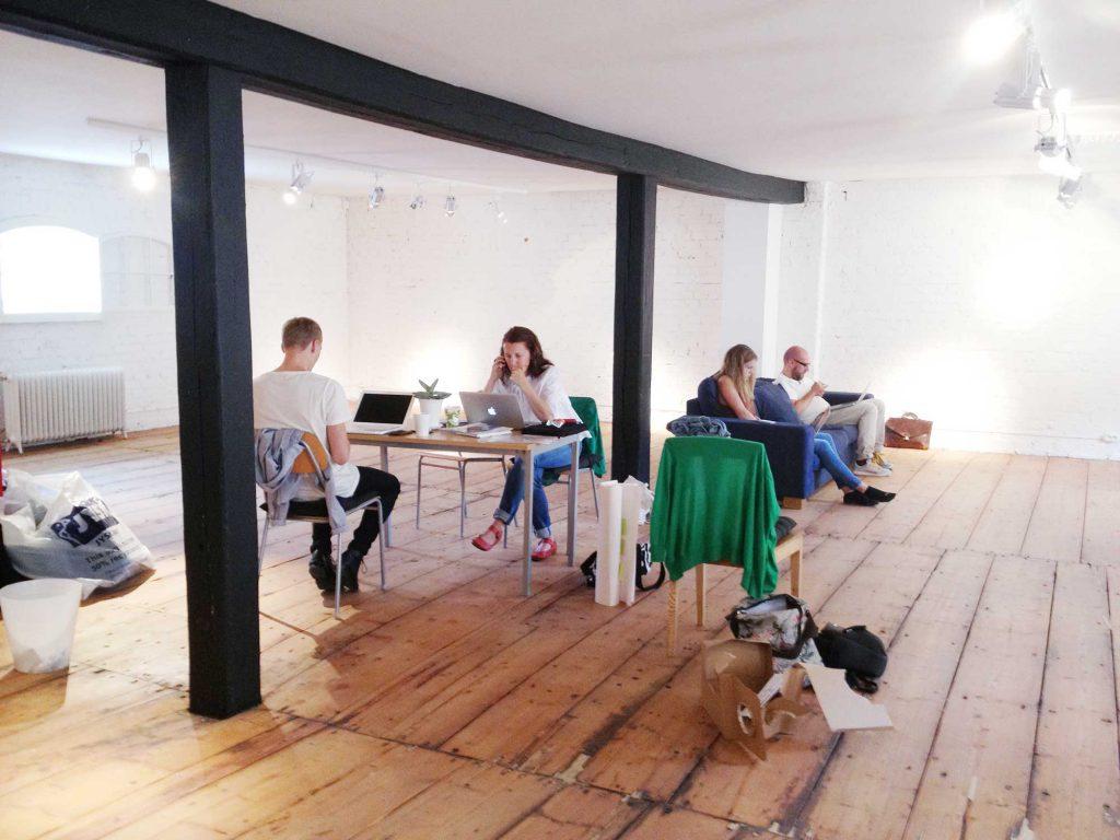 Väldigt glest möblerat kontor